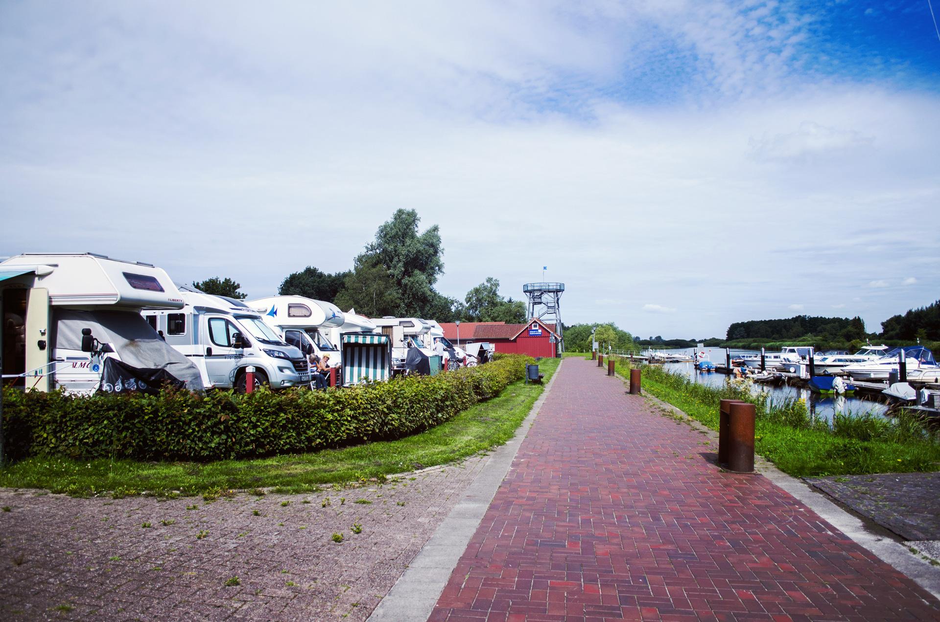 Wohnmobil-Stellnplatz am Barßeler Hafen