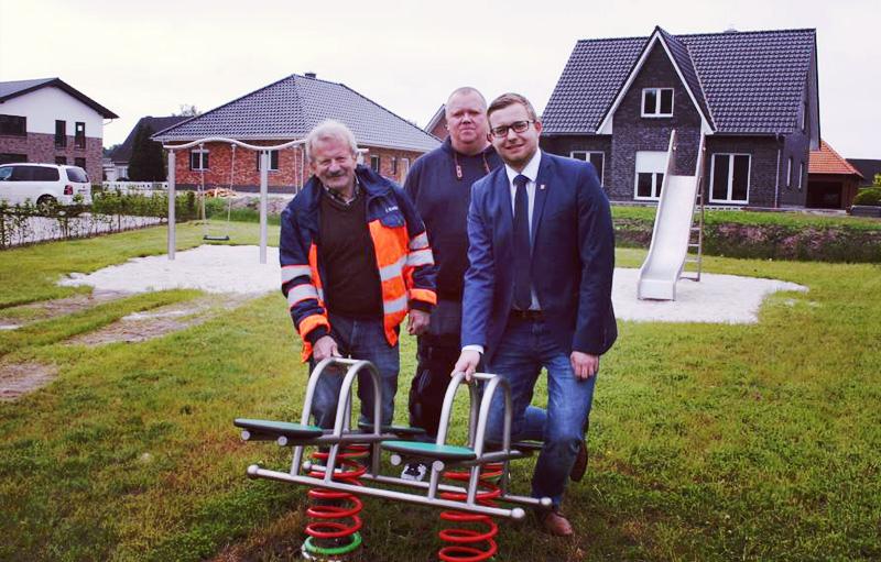 Foto von links: Johannes Kreke vom Bauhof, Christian Werner von den Anwohnern und BM Nils Anhuth.