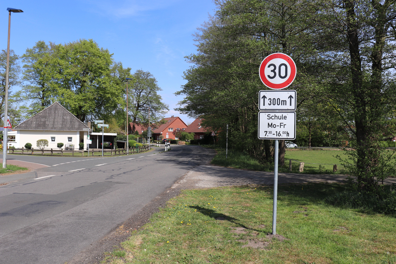 """Die erweiterte 30er-Zone gilt nun von """"FIP"""" bis zur Kreuzung Pestalozzistraße/Friesoyther Straße. Aufnahme: Wlodarczyk"""