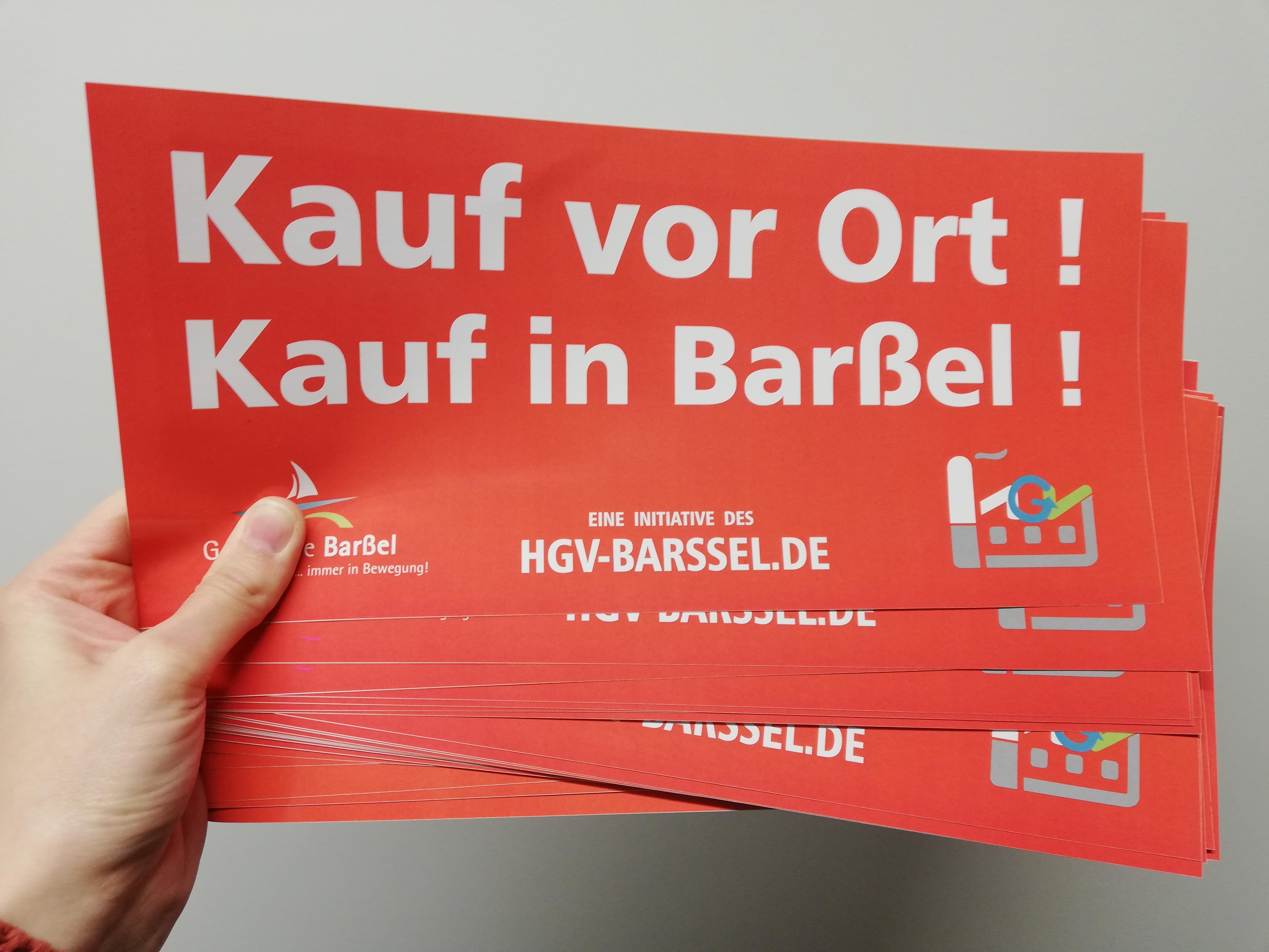 """Die Aufkleber """"Kauf vor Ort! Kauf in Barßel"""" können bei allen HGV-Mitgliedern kostenlos abgeholt werden."""