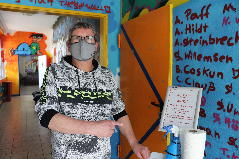 Freut sich, dass das Jugend- und Begegnungszentrum wieder geöffnet ist: Gemeindejugendpfleger Harmut Börchers. Aufnahme: Gemeinde Barßel