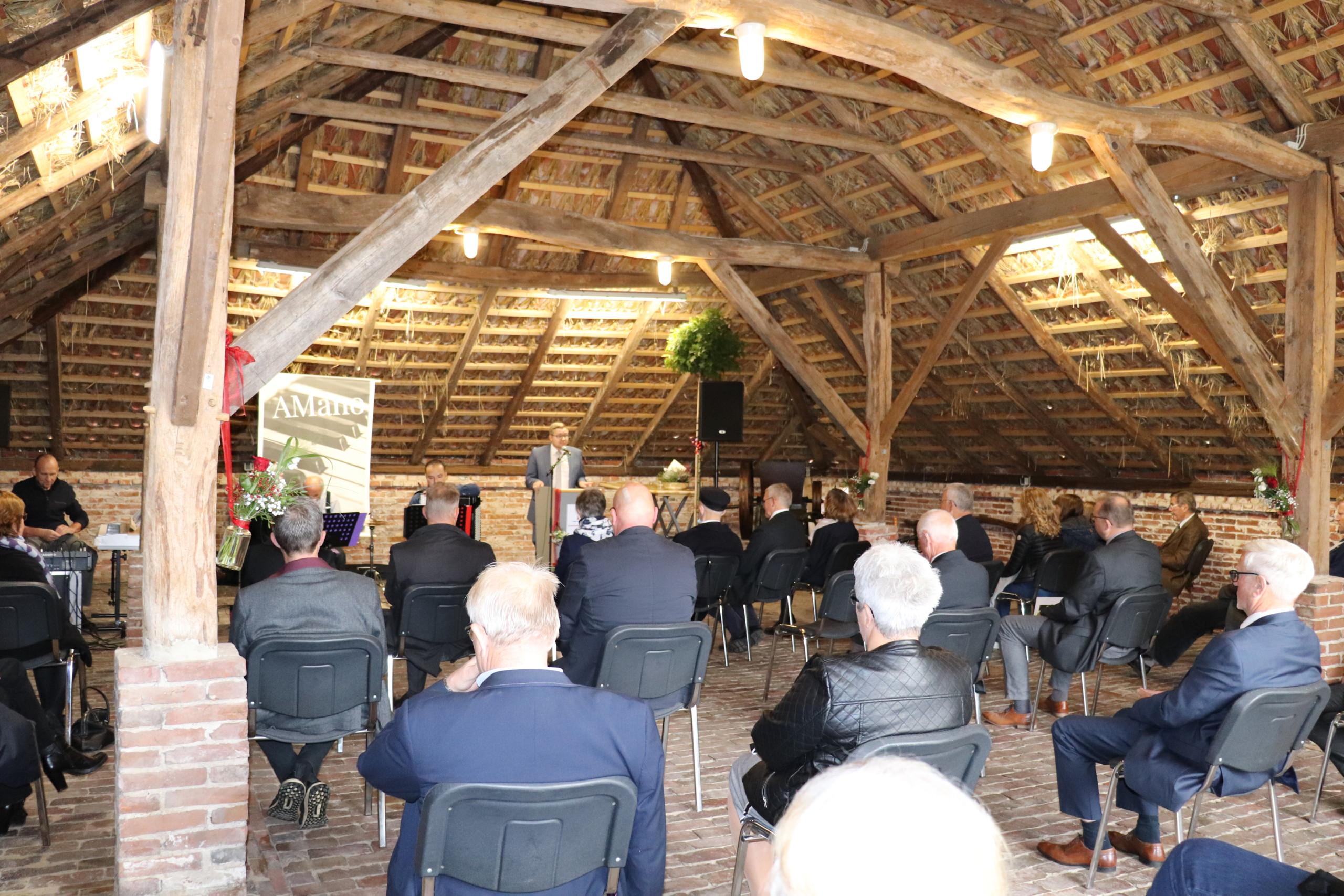 Bürgermeister Nils Anhuth blickte in seiner Rede auf die Verdienste von Dr. Gustav Schünemann zurück. Aufnahme: Wlodarczyk