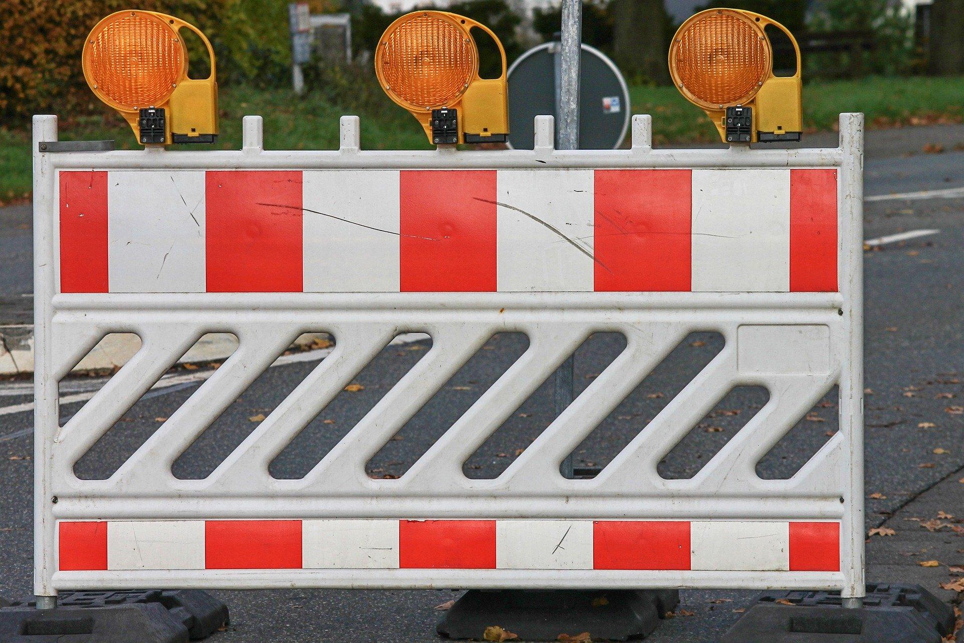 Straßensperrung. Bildquelle: Manfred Richter/Pixabay